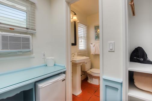 Sea Blue Hotel - Santa Monica - Phòng tắm