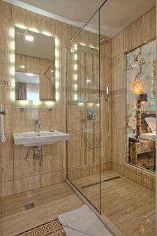 阿茲扎酒店 - 薩拉熱窩 - 浴室