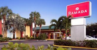 Ramada by Wyndham Naples - נייפלס