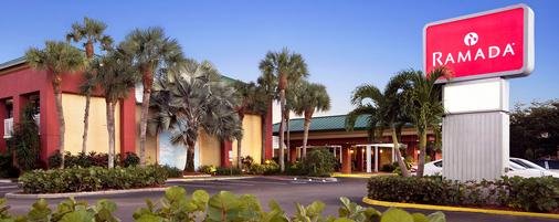 Ramada by Wyndham Naples - Naples - Building