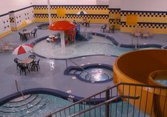鹿腳旅館及賭場 - 卡加立 - 卡加利 - 游泳池