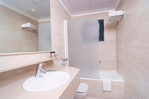 Portblue Club Pollentia Resort & Spa - Alcúdia - Bathroom