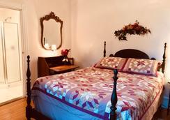 Idlwilde Inn - Watkins Glen - Bedroom