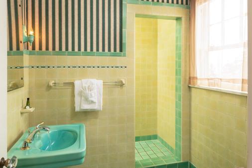 Idlwilde Inn - Watkins Glen - Bathroom