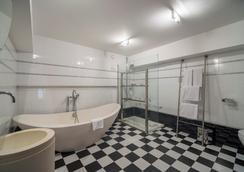 Petit Palace President Castellana - Madrid - Bathroom