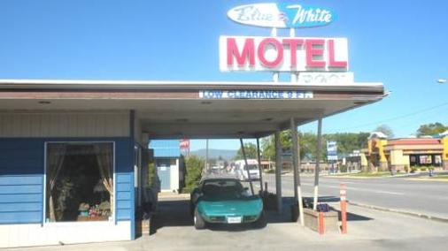 Blue And White Motel - Kalispell - Building