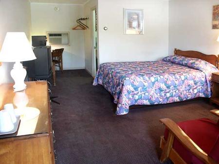 Catamount Motel - Bennington - Bedroom