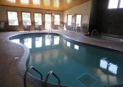 Country Inn Deerwood - Deerwood - Pool