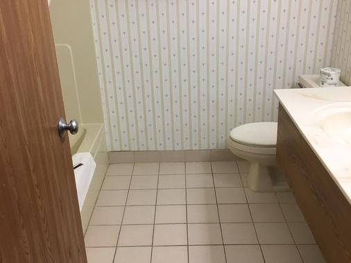 Country Inn Deerwood - Deerwood - Bathroom