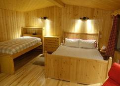 The Arctic Chalet Resort - Inuvik - Bedroom