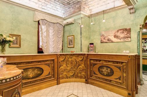 Hotel Continentale - Rome - Front desk