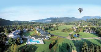 Stoweflake Mountain Resort & Spa - Stowe - Building