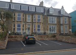 Geckos Rest - Newquay - Building