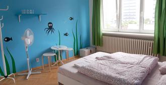 Patio Hostel - Bratislava - Bedroom