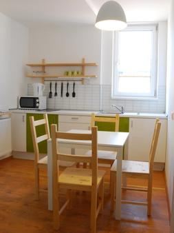 Patio Hostel - Bratislava - Kitchen