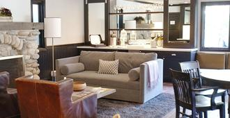 The Hideaway - Carmel-by-the-Sea - Living room