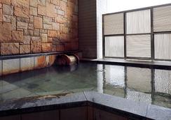 大阪蒙特利拉蘇瑞飯店 - 大阪 - 游泳池