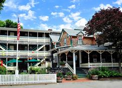 Pequot Hotel - Oak Bluffs - Building