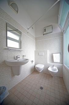 Oxford Hotel - Rimini - Bathroom