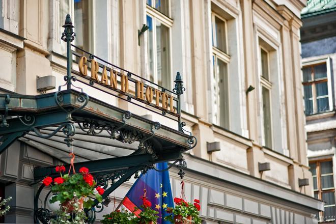 Grand Hotel - Krakova - Hotellin sisäänkäynti