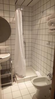 薩爾特巴黎聖母院酒店 - 盧爾德 - 盧爾德 - 浴室
