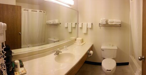 Quality Inn - Ozark - Bathroom