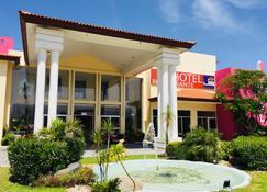 Hotel Js - Cocoyoc - Building