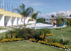 Hotel Js - Cocoyoc - Outdoors view