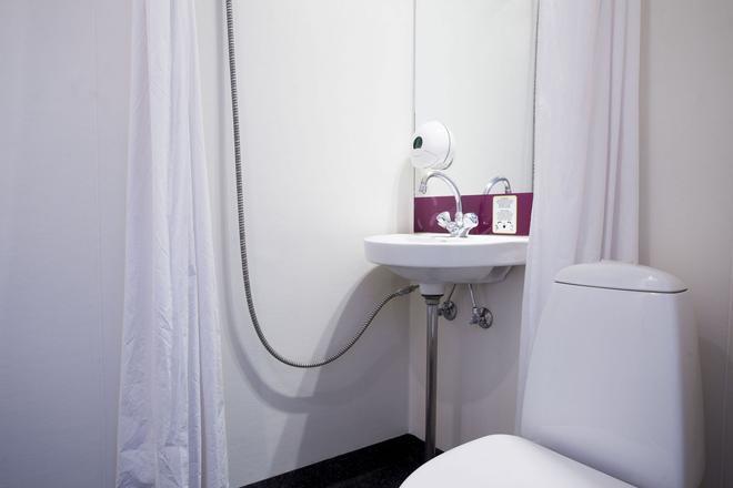 Copenhagen Go Hotel - Kastrup - Bathroom