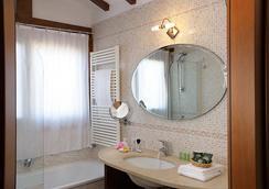 Hotel Ca' d'Oro - Venice - Bathroom