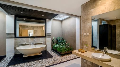 湯尼別墅渡假村 - 水明漾 - 科洛布坎 - 浴室