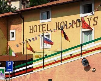 Hotel Holidays - Villetta Barrea - Building