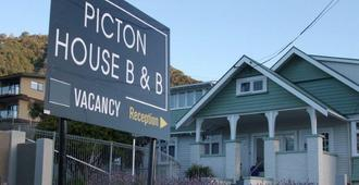 Picton House B&B and Motel - פיקטון