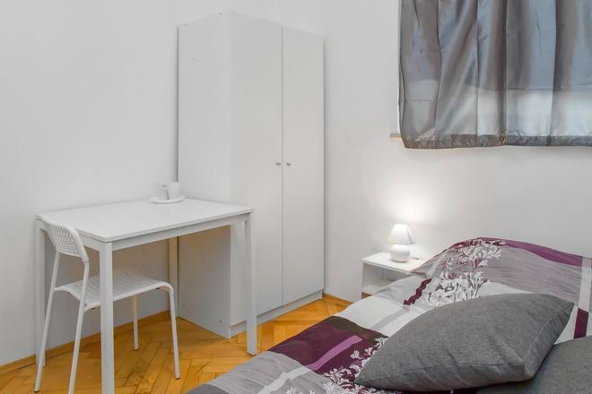 Metro Centrum Guest Rooms - Warsaw - Bedroom