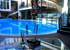 Hotel Princi i Arberit - Pristina - Zwembad