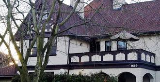 Bacon Mansion Bed & Breakfast - Seattle