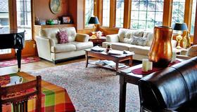 Bacon Mansion Bed & Breakfast - Seattle - Living room
