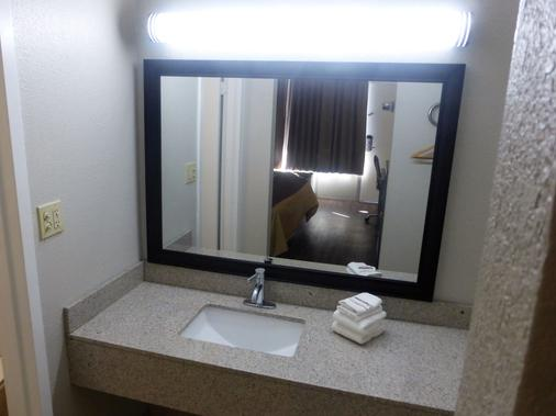 Red Roof Inn Slidell - Slidell - Bathroom