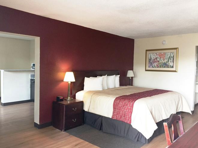 Red Roof Inn & Suites Greenwood, SC - Greenwood - Bedroom
