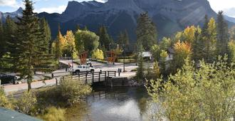 The Drake Inn - Canmore - Outdoor view