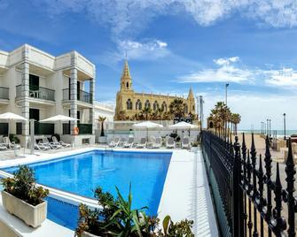 Hotel Apartamentos Marina Luz - Чипіона - Pool