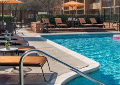 亞特蘭大瑪麗埃塔德爾克路萬怡酒店 - 馬利塔 - 瑪麗埃塔市 - 游泳池
