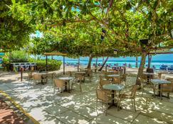 Coconut Court Beach Hotel - Bridgetown - Bar
