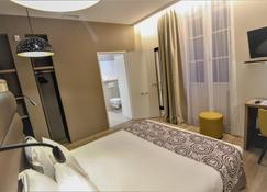 Hôtel Montaigne Sarlat la Caneda - Sarlat-la-Canéda - Bedroom