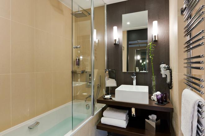 Hôtel Barrière Le Gray d'Albion - Cannes - Bathroom