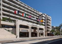 Hôtel Barrière Le Gray d'Albion - Cannes - Building