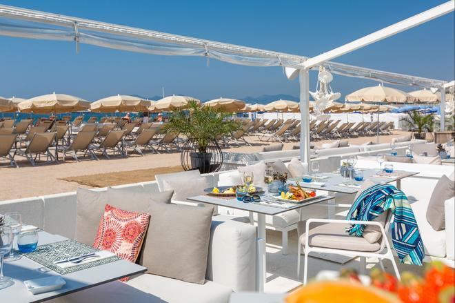 Hôtel Barrière Le Gray d'Albion - Cannes - Beach