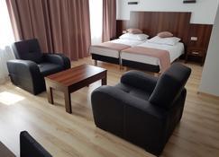 Pod Kominem Pokoje i Apartamenty - Opole - Sala de estar