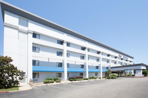 Baymont by Wyndham Texarkana - Texarkana - Building
