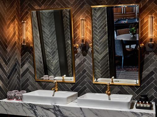 Detroit Foundation Hotel - Detroit - Phòng tắm